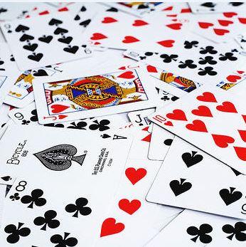 VIRUS – Si può ricominciare a giocare a carte nei bar