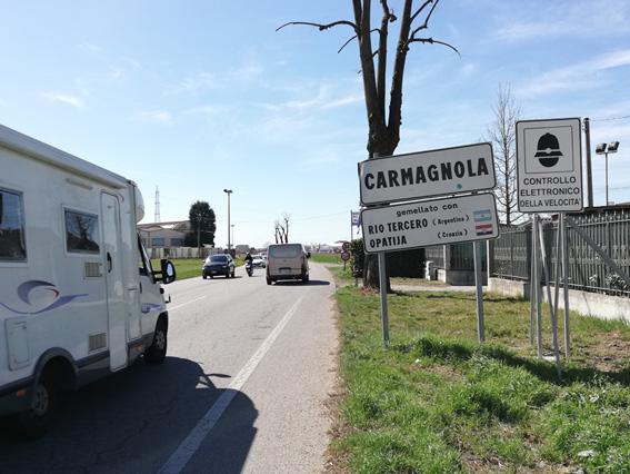 CARMAGNOLA  – Caos in piazza per un alterco tra giovani