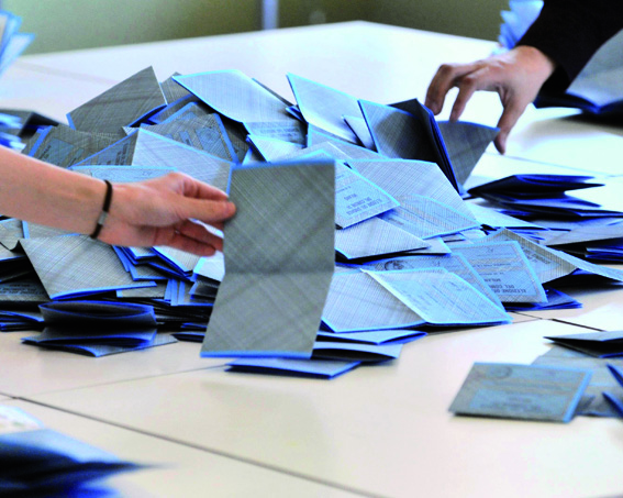 ELEZIONI – A Moncalieri si vota anche oggi fino alle 15. Domenica ai seggi un elettore su due