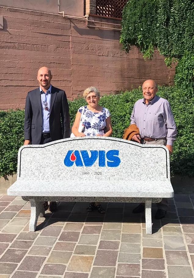 CAMBIANO – L'Avis ha festeggiato 60 anni premiando i suoi donatori più attivi